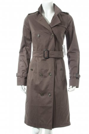FIRMA Berlin Trenchcoat graubraun Street-Fashion-Look