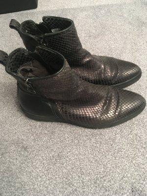 Flache Leder-Stiefelette spitz Krokooptik/Glattleder schwarz glänzend Gr. 38