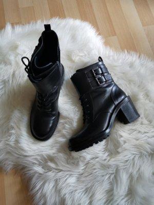 Flache Lederstiefel von Zara