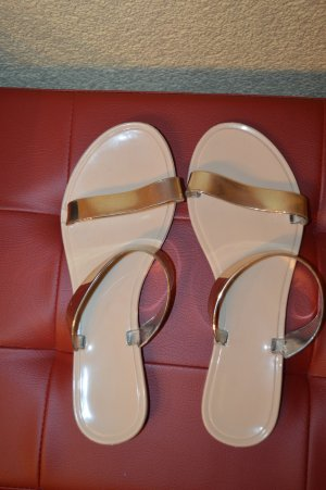 Sandalias de tiras color oro
