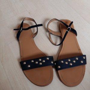 Flache Sandalen mit Nieten von Esprit