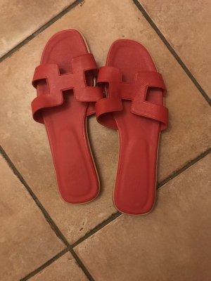 Sandalias de tacón con talón descubierto rojo ladrillo