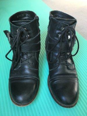 Flache Stiefelette aus Leder zum schnüren in Gr. 38