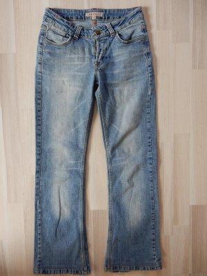 Flare Jeans mit heller Waschung