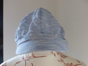 Casquette plate blanc-bleu azur coton