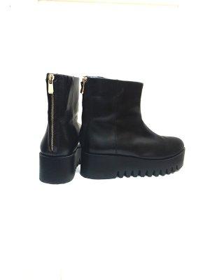 Flatform Boots aus Leder in schwarz