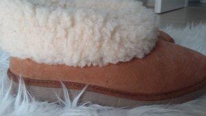 flauschige Hausschuhe 2-3x getragen