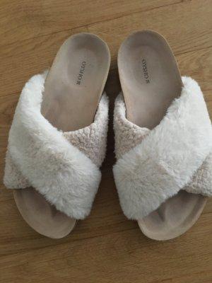 flauschige Sandalen