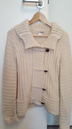 Flauschige Strickjacke in weiß