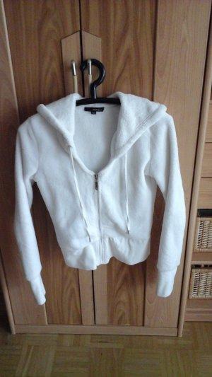 flauschige weiße Jacke