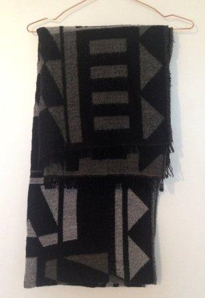 Flauschiger großer Schal von PIECES