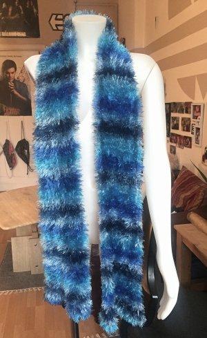 Flauschiger kuscheliger warmer Blauer langer Schal