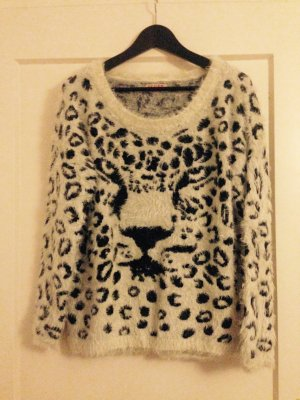 Flauschiger Pulli mi Animalprint