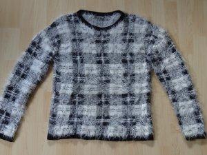 Flauschiger Pullover für die kalte Jahreszeit