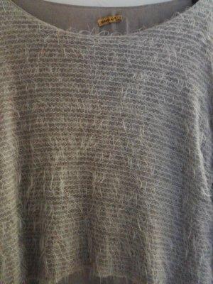 Flauschiger Pullover mit transparenten Unterteil