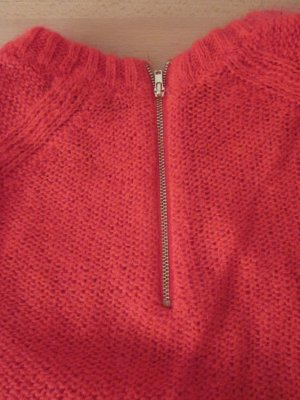 Flauschiger roter Pulli 3/4 Arm