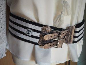 Flexibler Gürtel, super zum Shoppen von weiten Blusen oder Shirts