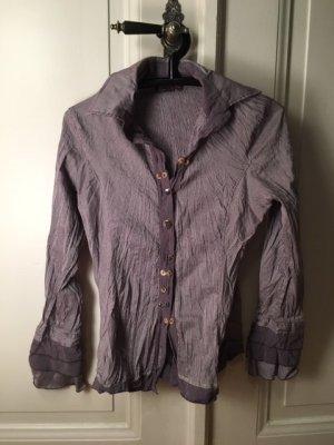 Fliederfarbene Bluse mit Flatterärmelbund im Knitterlook, Dismero