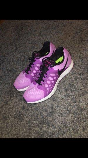 Fliederfarbene Nike's