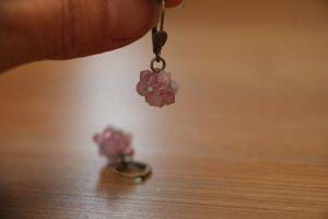 fliederfarbene Ohrringe aus Swarovski-Perlen