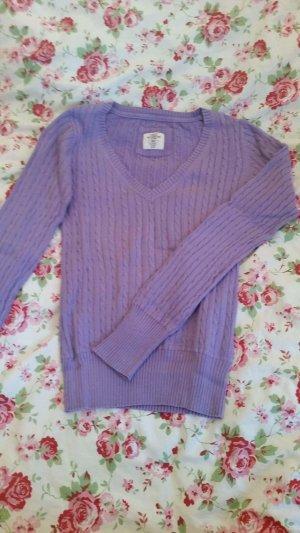Fliederfarbener Pullover