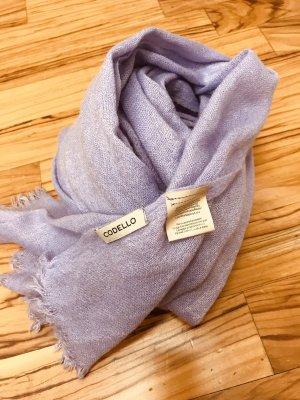 Fliederfarbener Schal