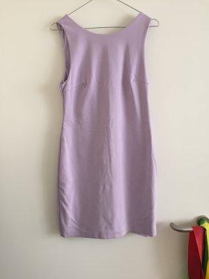 Fliederfarbenes Kleid mit Rückenausschnitt von Zara