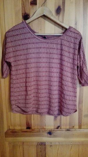 fliederfarbenes Shirt