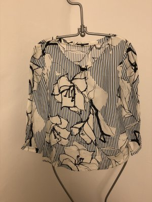 Fließende Printbluse