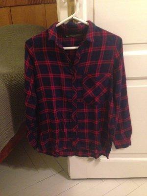 Fließendes dunkelblau und rot kariertes Hemd von Zara
