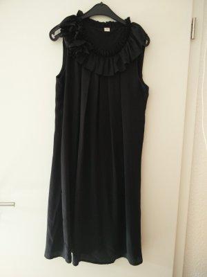 Fließendes Kleid mit Blütenapplikation