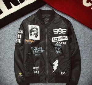 Flight Jacket Windbreaker Bomberjacke mit Patches Bandmerch