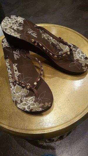 Flip-Flop Sandals bronze-colored