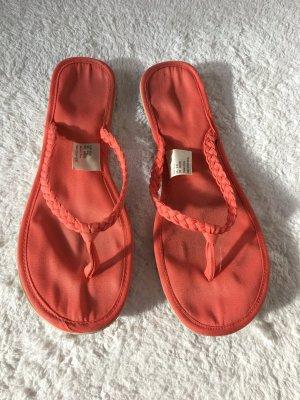 Flip Flops in rot im guten Zustand