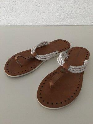 flip-flops in weiß/braun