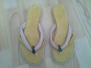 Sandalo toe-post giallo-rosa chiaro