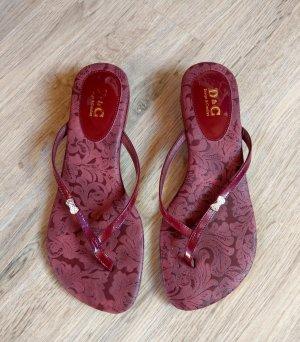 Sandalias con talón descubierto rojo oscuro