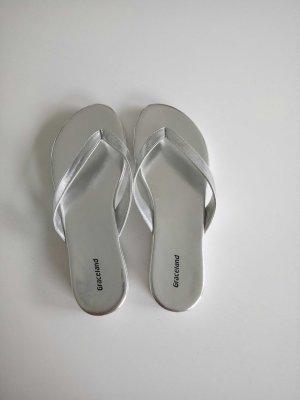 FlipFlops in silber-weiß