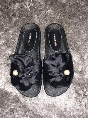 Flipflops schwarz mit Stoff und Perle