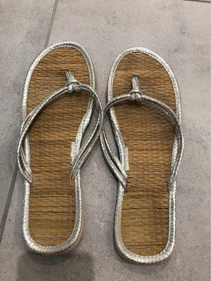 H&M Flip-Flop Sandals silver-colored-camel