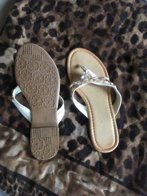 Sandalias con talón descubierto blanco-color oro