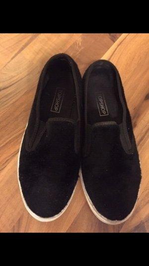 flippers mit fell in schwarz