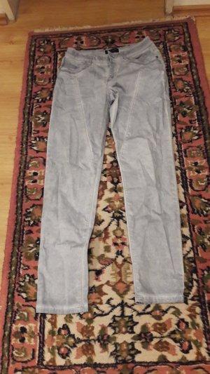 flotte  hellblaue  Jeans