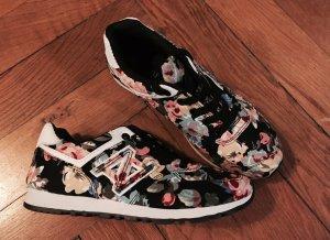 Flower Power Sneaker