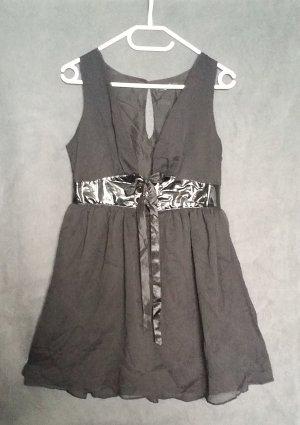 Fluffiges Babydoll Kleid für die nächste Party-Nacht- schwarz