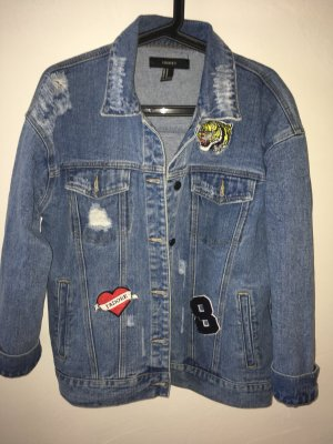 Forever 21 - Denim Jeansjacke mit Patches in Größe M