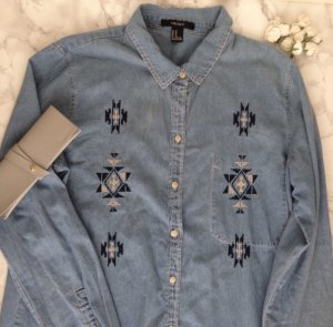 FOREVER 21 Jeans Hemd Gr. M Azteken blau Baumwolle Stickerei 36 38