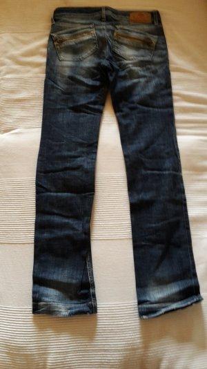 Fornarina Jeans gerades Bein
