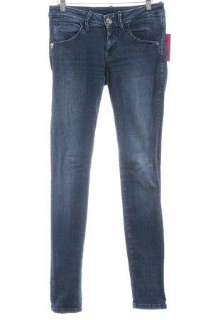 Fornarina Slim Jeans dunkelblau Street-Fashion-Look