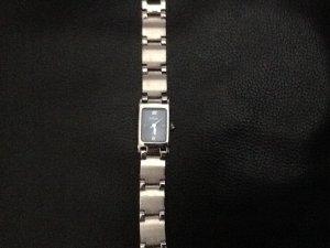 Fossil-Armbanduhr mit silbernem Gliederband und dunkelblauem Ziffernblatt